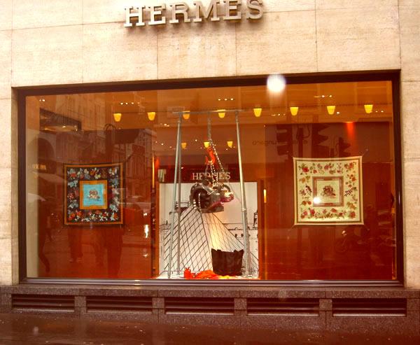 Người Việt đang mua túi Hermès với giá đắt hay rẻ?
