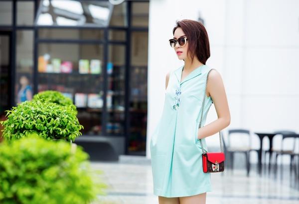 Hoa hậu Kỳ Duyên lại khoe túi mini sang chảnh giá 1.000 USD