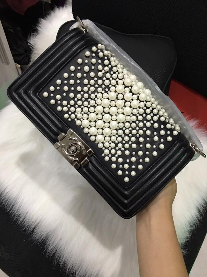 Túi Xách Chanel Boy Ngọc Trai Màu Đen Đẹp 25 cm