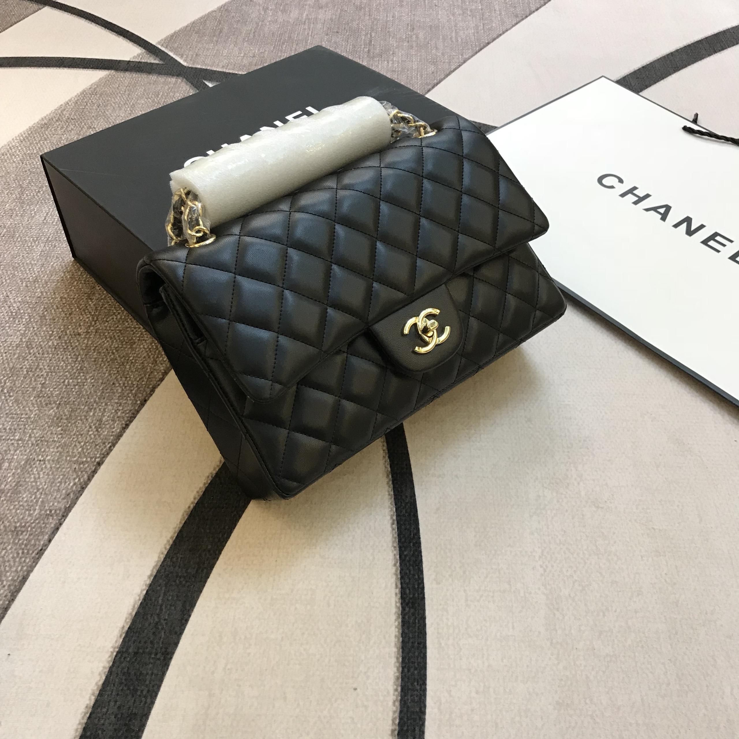 Túi Xách Chanel Classic Super Sale Da Lì Khóa Vàng Màu Đen