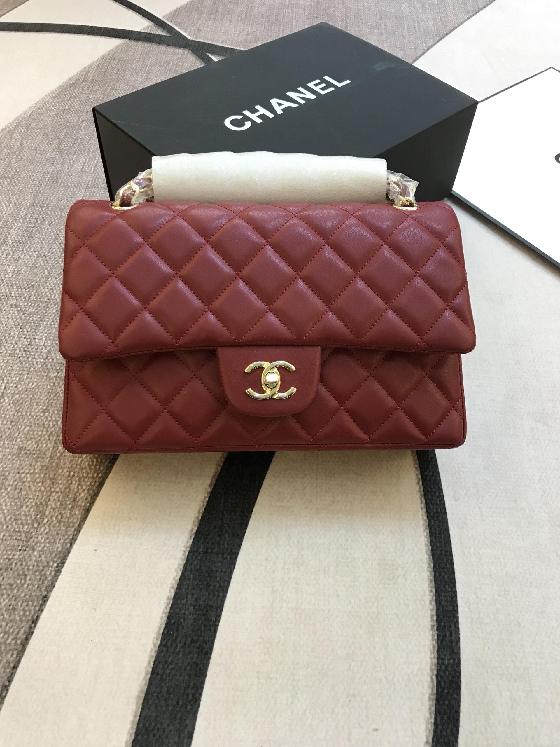 Túi Xách Chanel Classic Super Sale Da Lì Khóa Vàng Màu Đỏ Đô