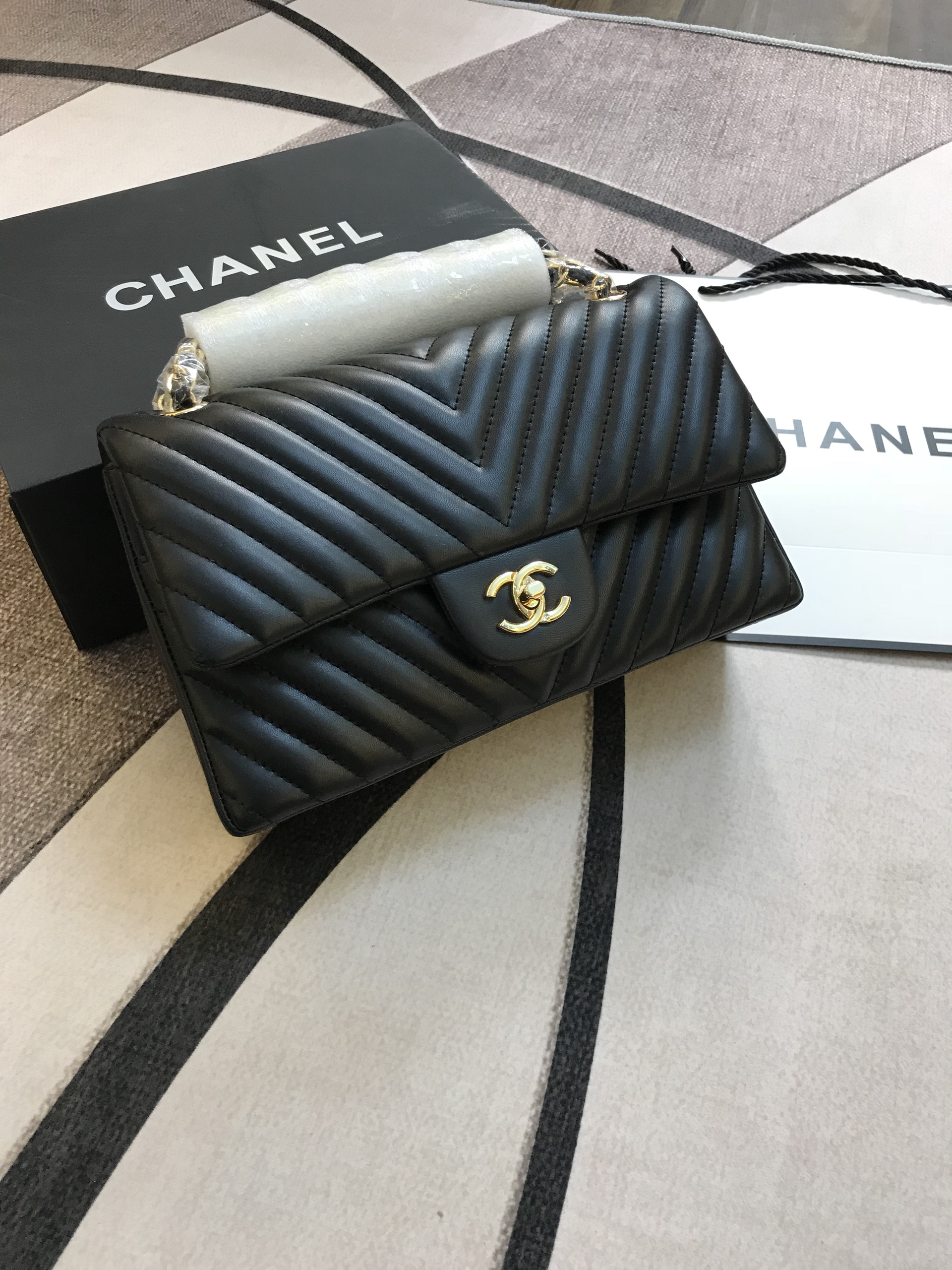 Túi Xách Chanel Classic Super Sale Sọc V Màu Đen