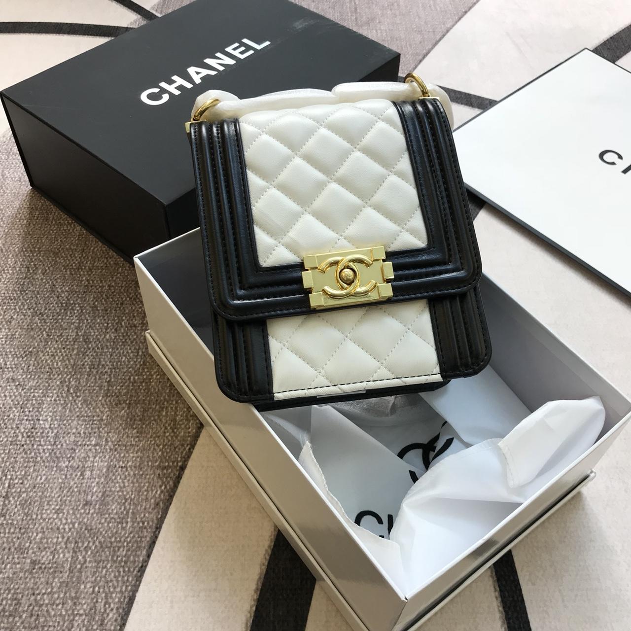 Túi Xách Chanel Super Sale Đựng Điện Thoại Màu Trắng Đen