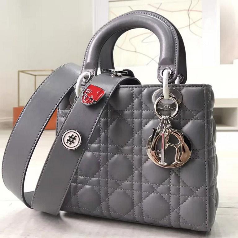 Túi Xách Dior Lady  Siêu Cấp Màu Đen  M0532OCALM900